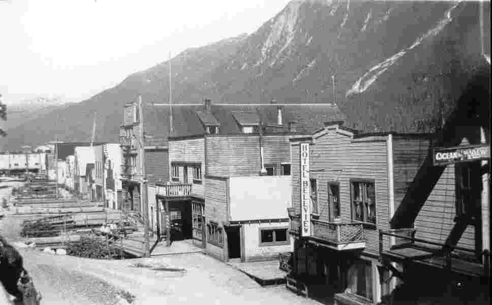 Downtown Hyder being built 1910